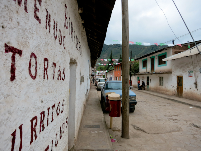 """The town of Uruachi. A remote and classic looking Mexican village.  ウルアチの町並み。 人里離れた、""""昔のメキシコの村""""という感じ。"""