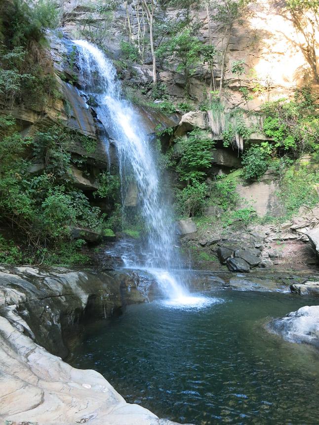 タイミング良く見つかった滝が付近にあるキャンプ場所