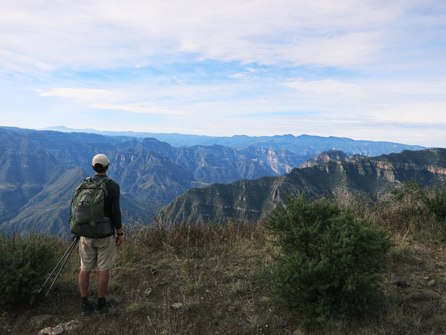 At the rim at the Cumbres de Sinforosa, the end of the journey.  (僕らの旅の終着点、カンブレスデシンフォロサの縁にて)