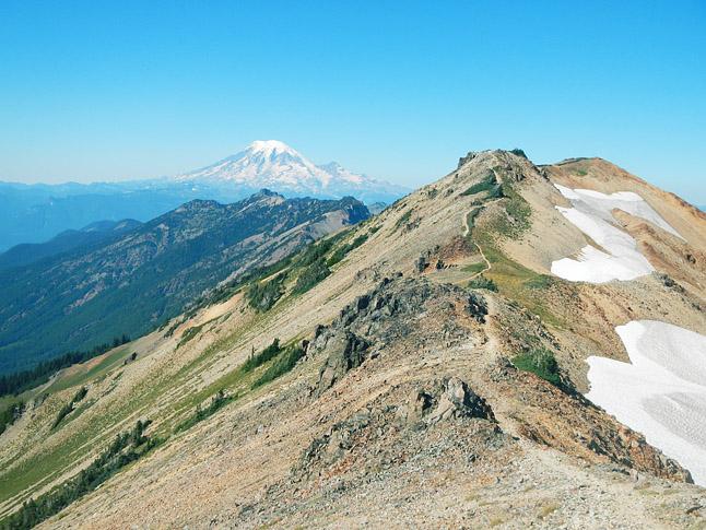 広大な氷河地形が広がるワシントン州。このナイフエッジはハイライトのひとつ。
