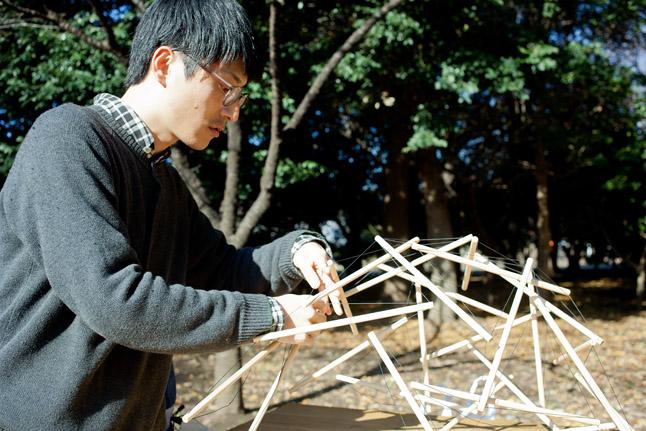 テンセグリティのモデルを組み立てる。