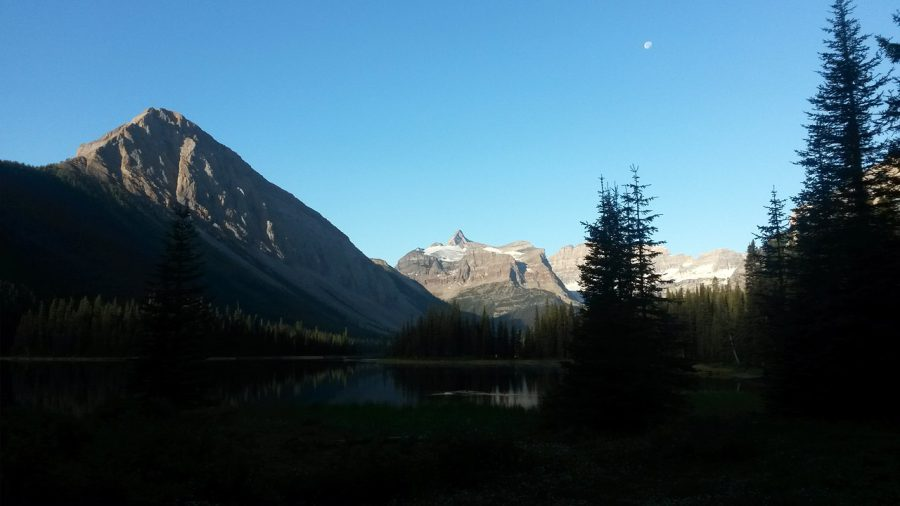 Sunrise ver Marvel Lake in Banff